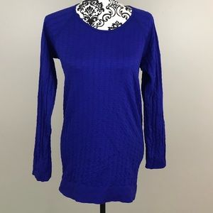 Athleta blue long sleeved shirt